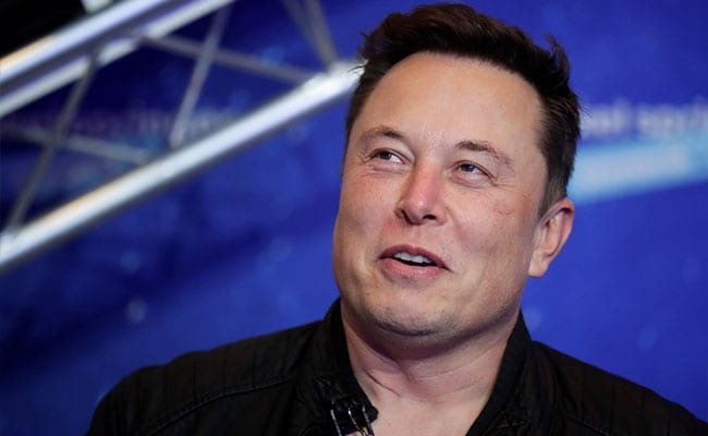 Elon Musk and Jeff Bezos, the world's richest people, shade each other over the course of …