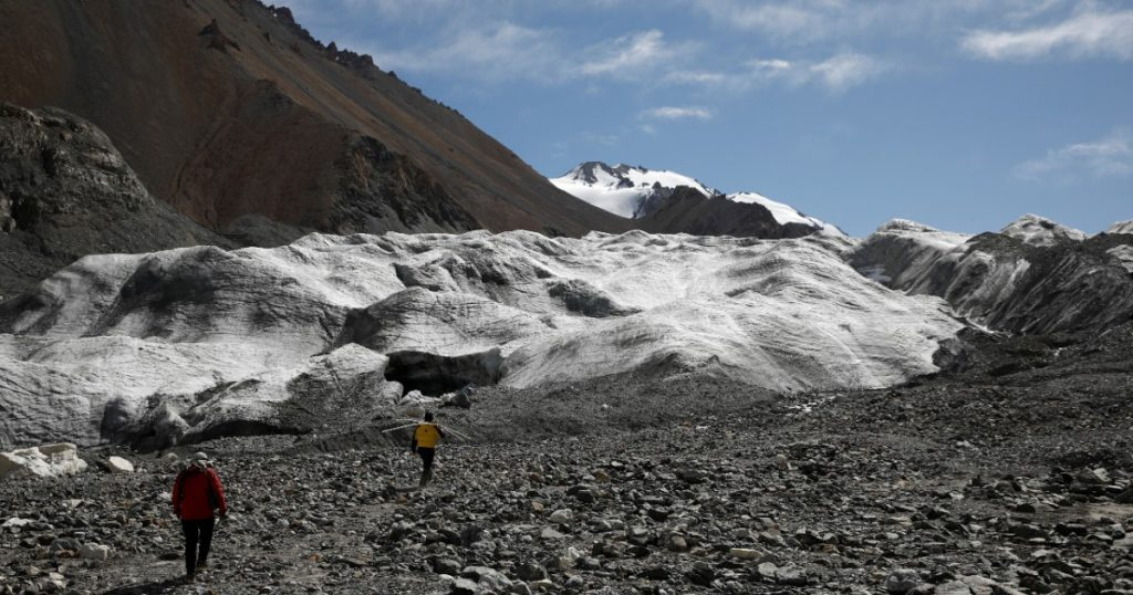 """Global glaciers melt at """"worst-case"""" rates: British scientists 