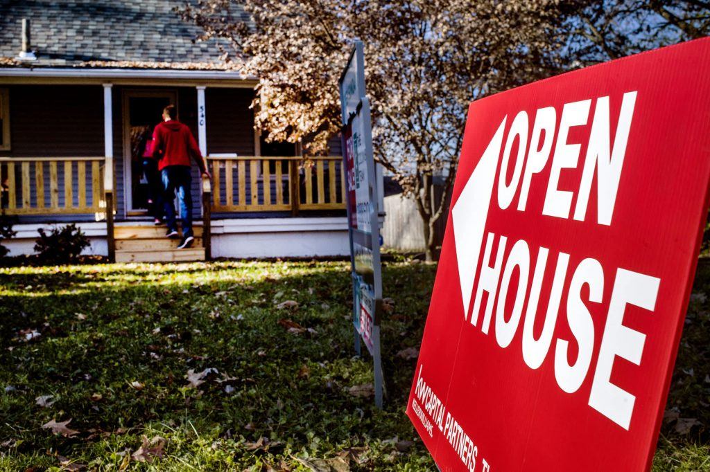 Mortgage refinancing is declining as interest rates rise